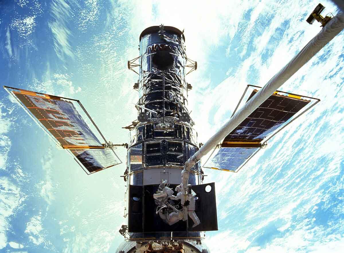 STS-103_Hubble_EVA