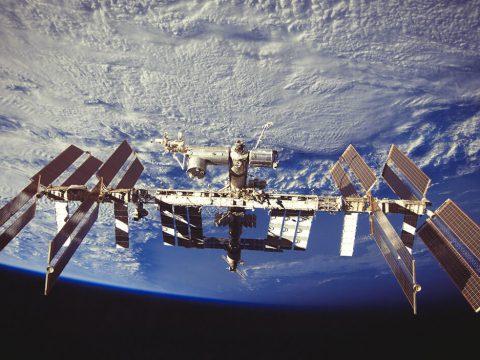 Роскосмос планирует развивать космический туризм с 2018