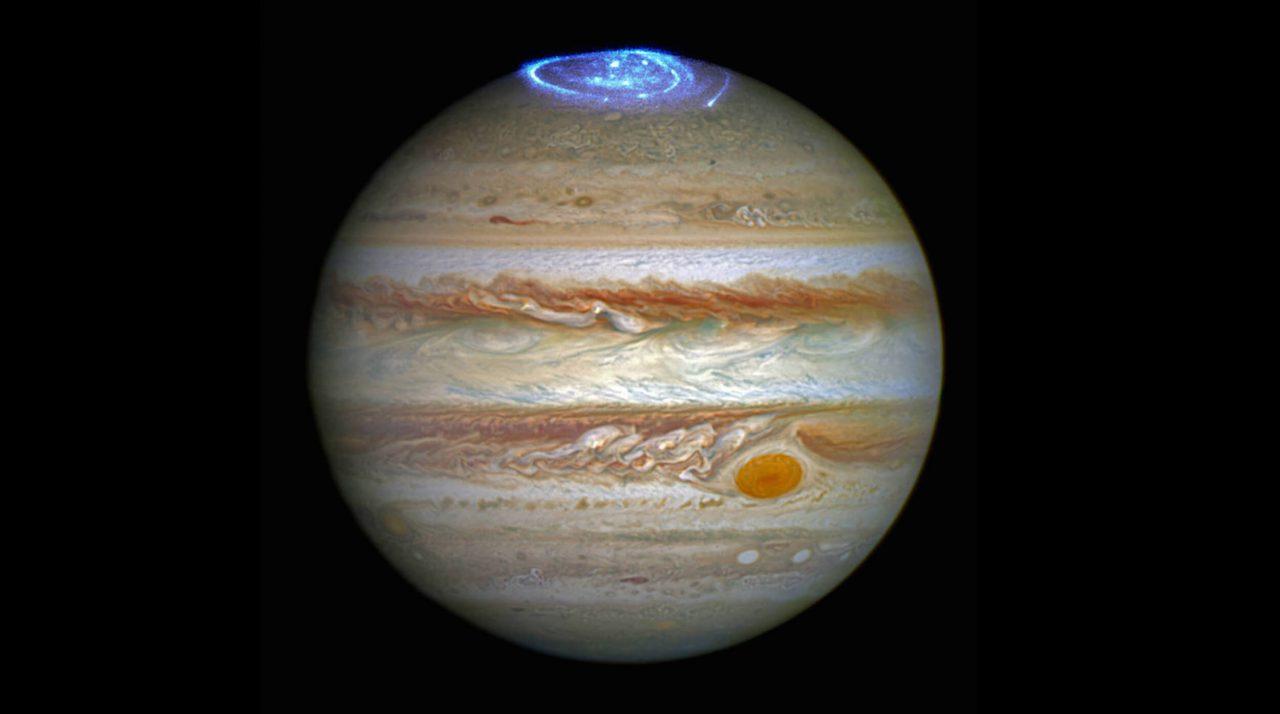Северное сияние на полюсах Юпитера, фотография Хаббла