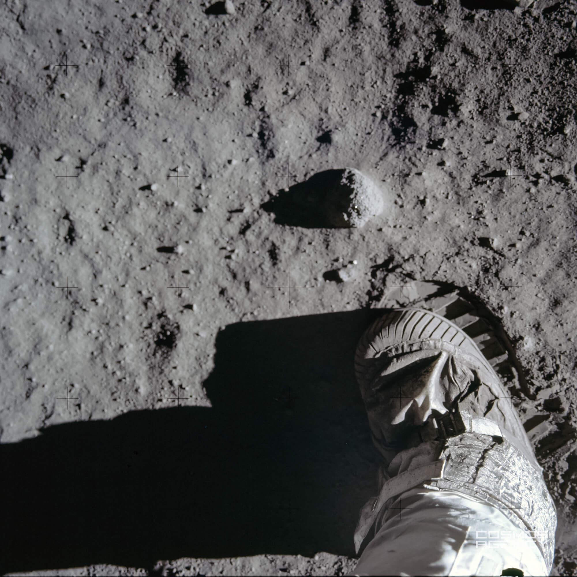 Ботинок и отпечаток на лунном грунте астронавта NASA База Олдрина, Аполлон 11, 1969