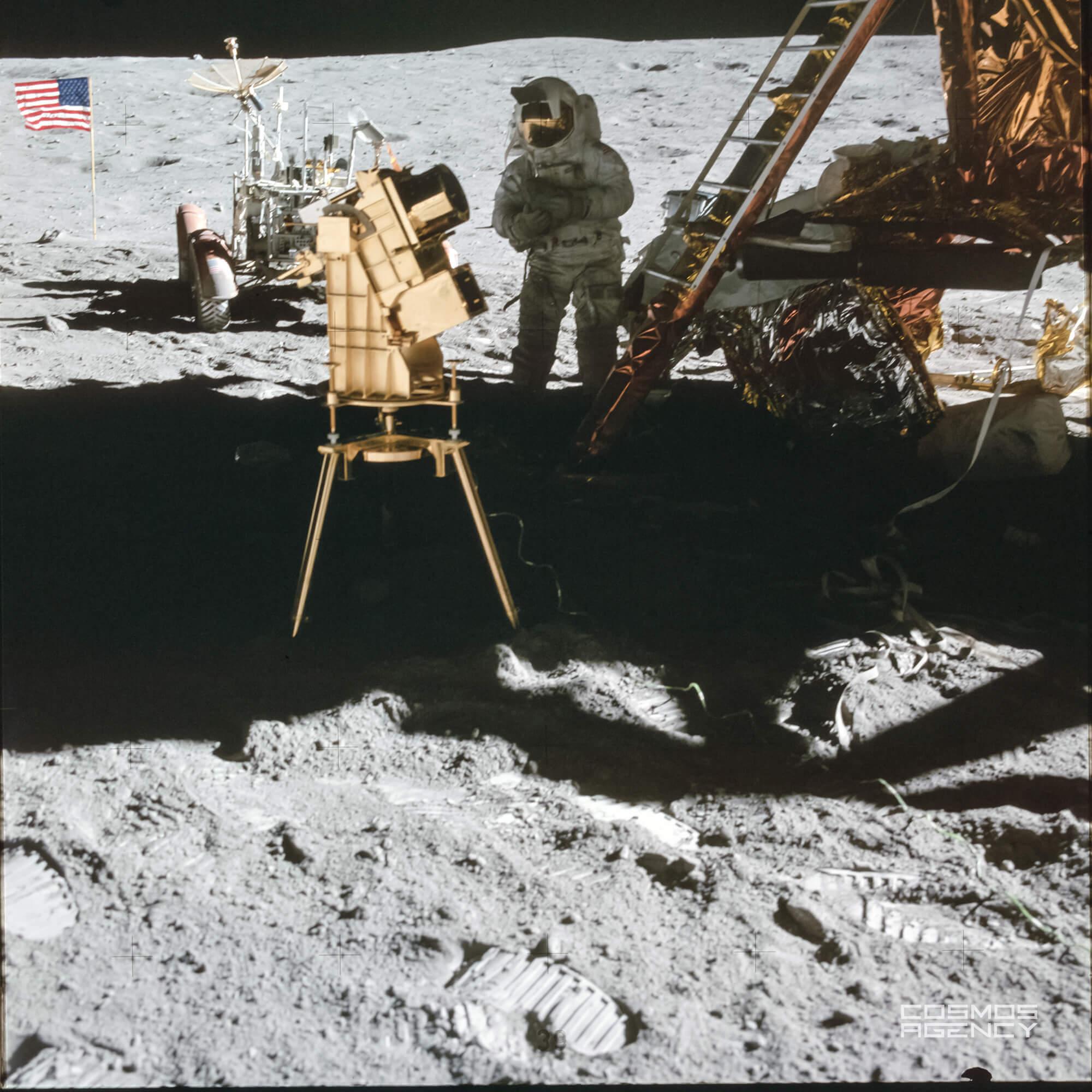 Астронавт NASA Чарльз Дюк и ультрафиолетовая камера, Аполлон 16