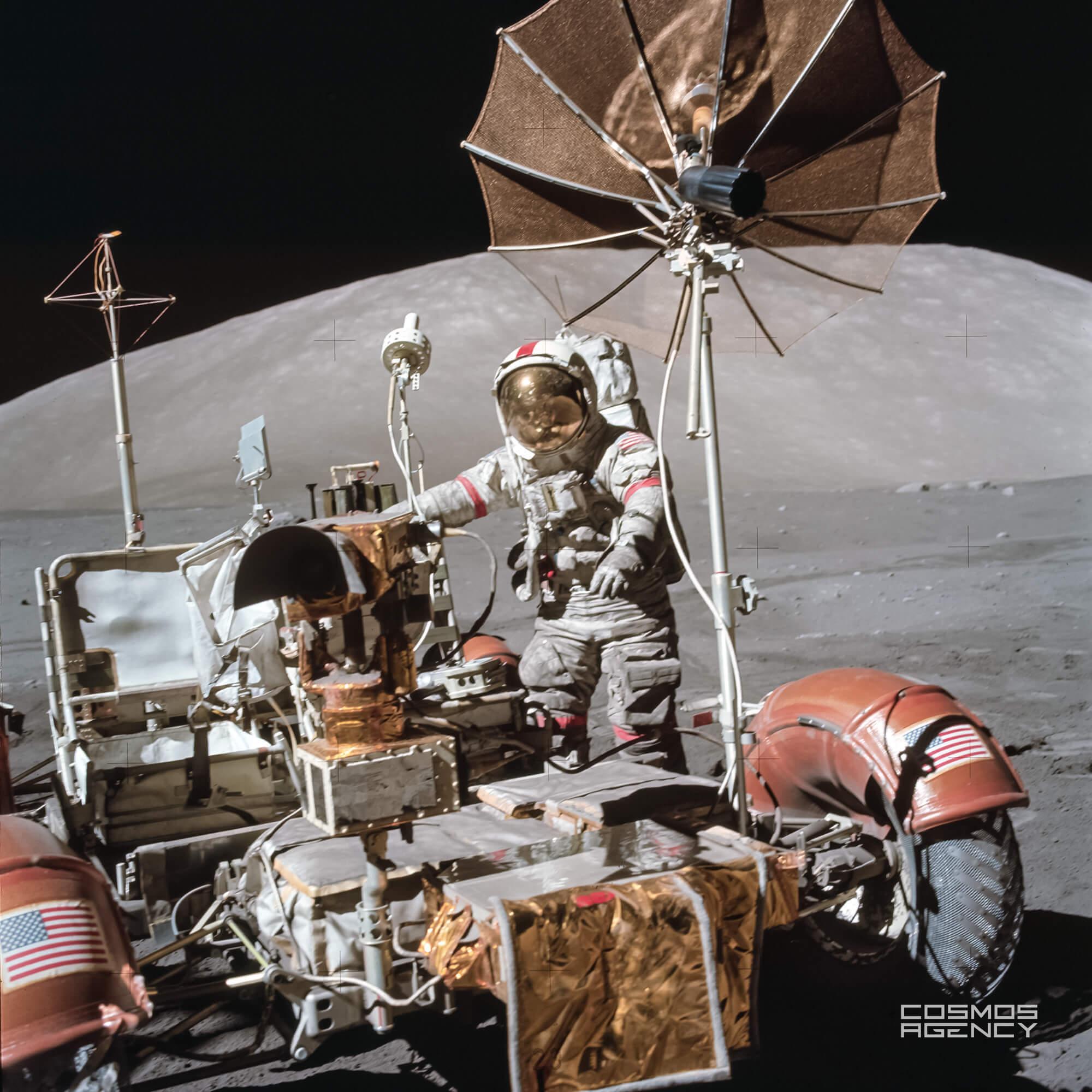 Астронавт NASA Юджин Сернан на ровере, Аполлон 17, 1972