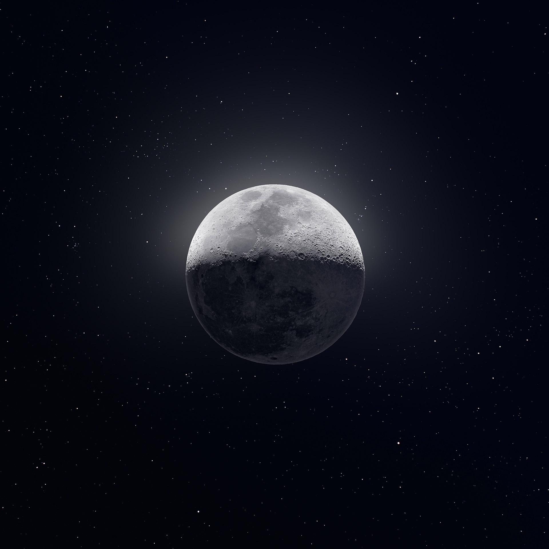 На фото: Луна, спутник Земли. Фотография составлена из 50000 снимков астрофотографом Эндрю МакКарти 12 февраля 2019.