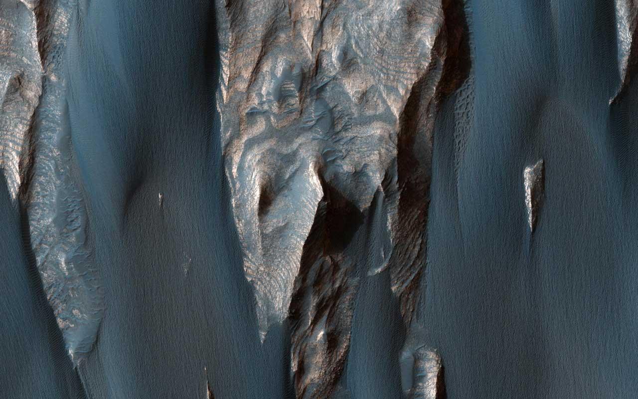 Песок в каньоне Ганг Чазма