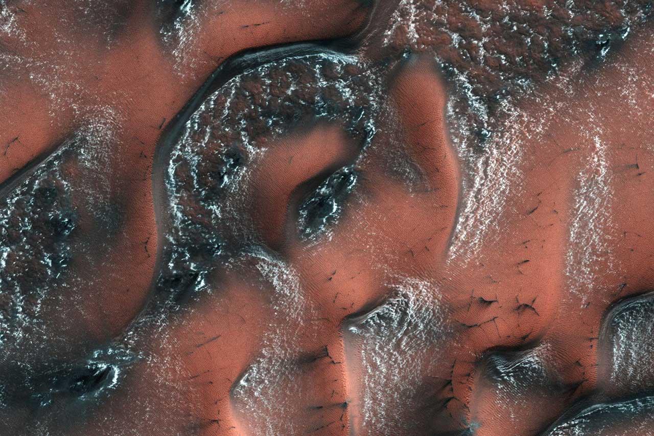 Мир снежных дюн на Марсе