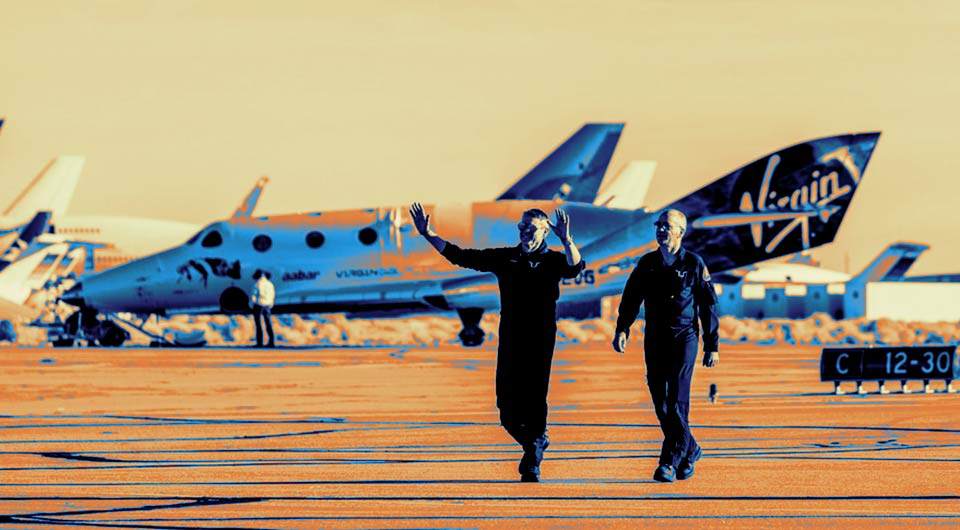 Пилоты Virgin Galactic Марк Штуки (слева) и Си Джей Старкоу после полета суборбитального космоплана SpaceShipTwo на высоту 80 км 13 декабря 2018.